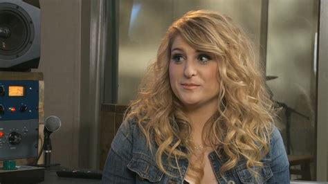 Meghan Trainor Performs 'All About That Bass' with